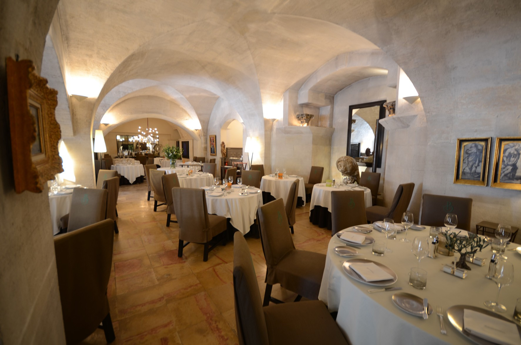 Hotels in the surroundings baumani re les baux de provence - Office de tourisme les baux de provence ...