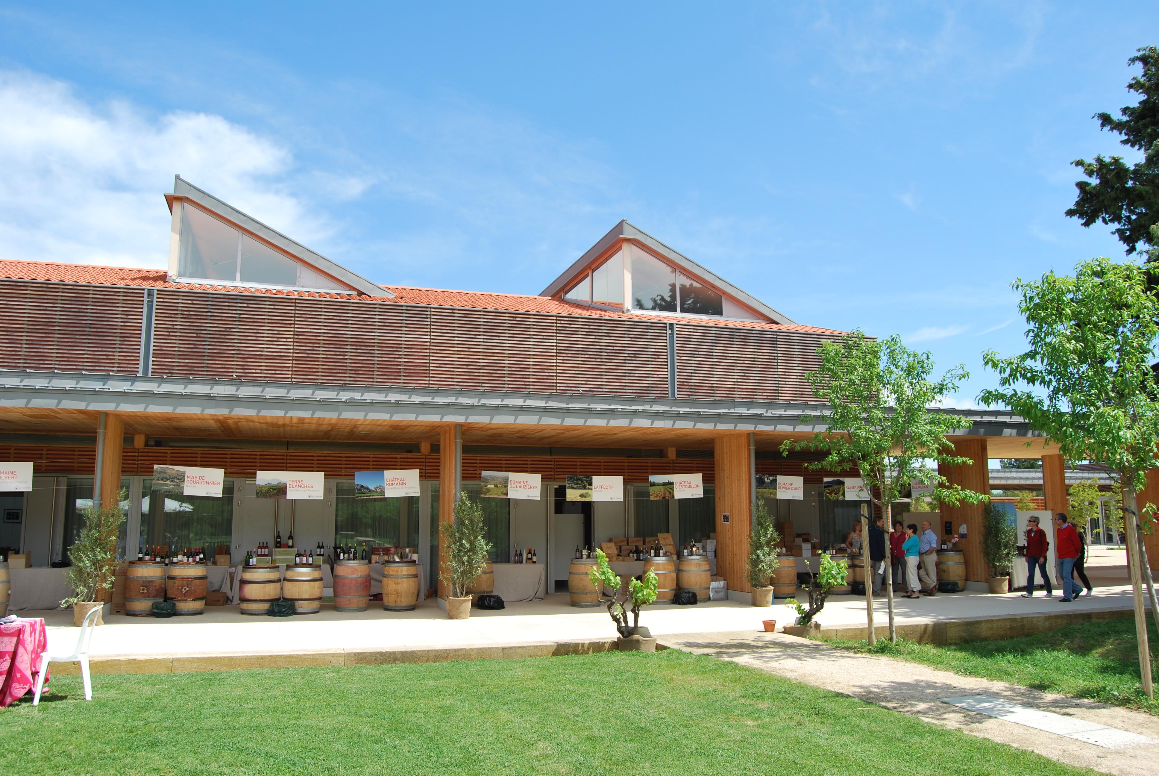 Pour affaires l 39 espace agora alpilles au c ur du parc - Office de tourisme maussane les alpilles ...